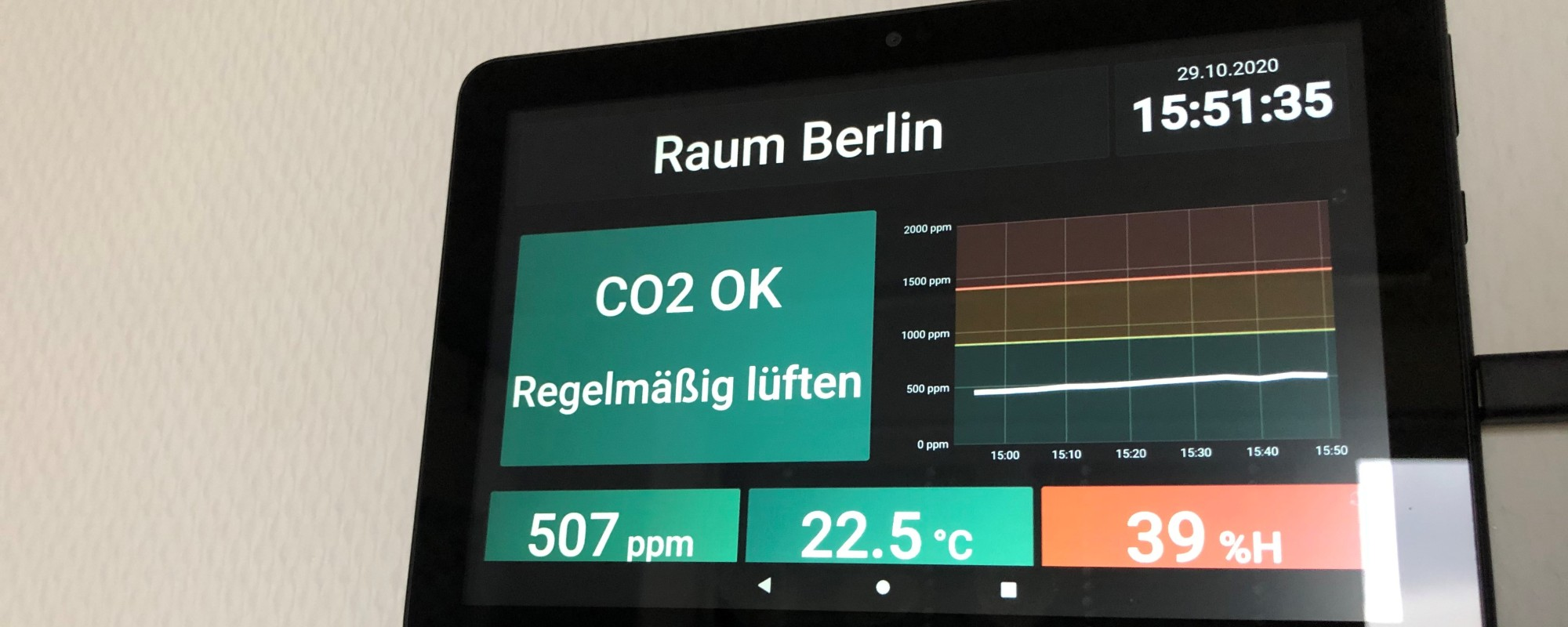 Ein Tablet mit der CO2-Messungsapp